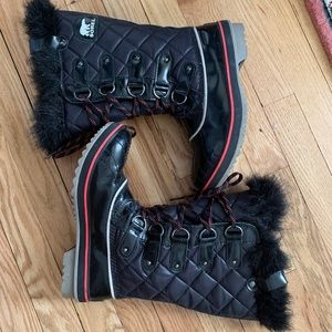 Sorel Black Patent and Pink quilted Tofino boots 7
